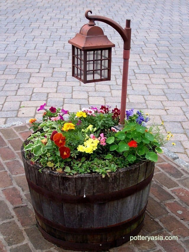 How to design beautiful flower tub in front of the house